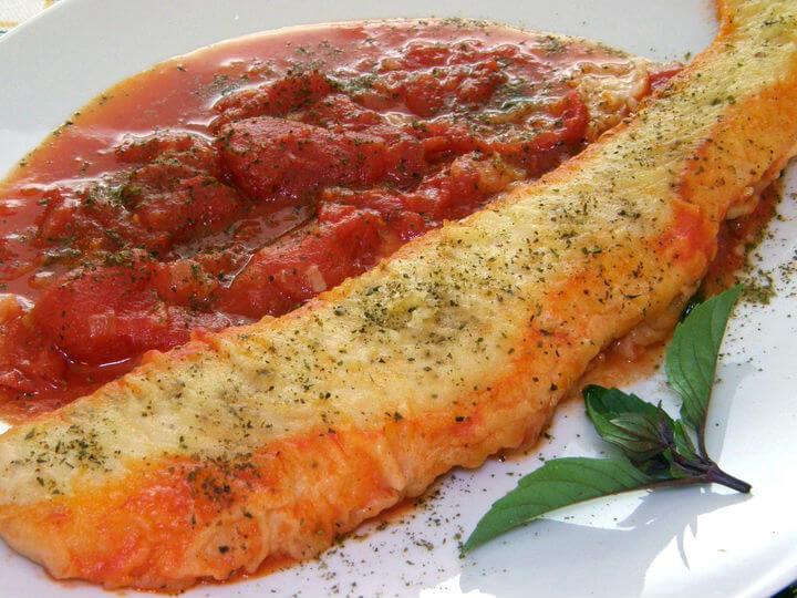 Bijela riba na umaku od rajčica - Fini Recepti
