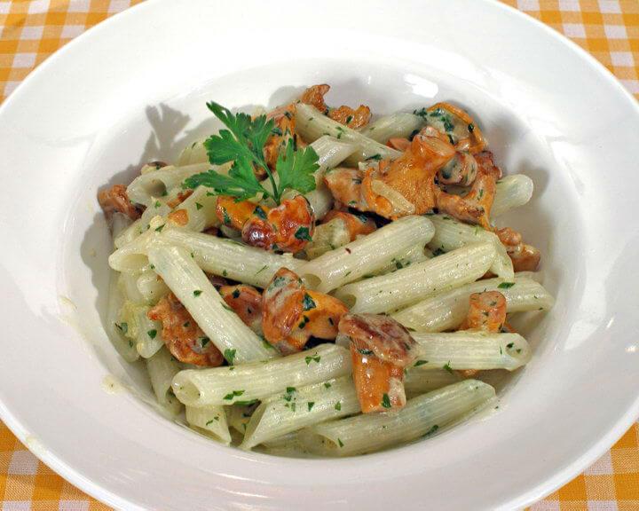 Bijela tjestenina s lisičarkama - Fini recepti