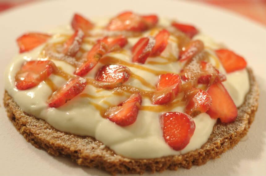 Biskvit s kremom i jagodama - Fini Recepti by Crochef