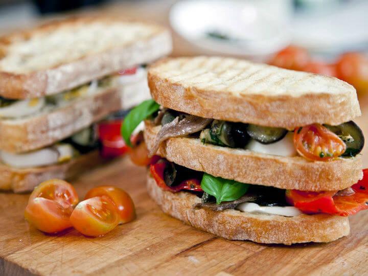 Bruschetta s povrćem, jajima i inćunima - Fini Recepti by Crochef