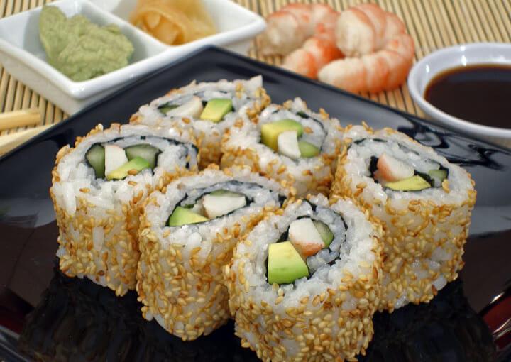 California rolls (uramaki sushi)