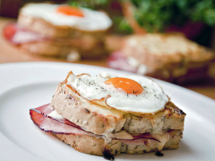 Croque Madame ili sendvič s bešamelom, šunkom, sirom i jajem - Fini Recepti by Crochef