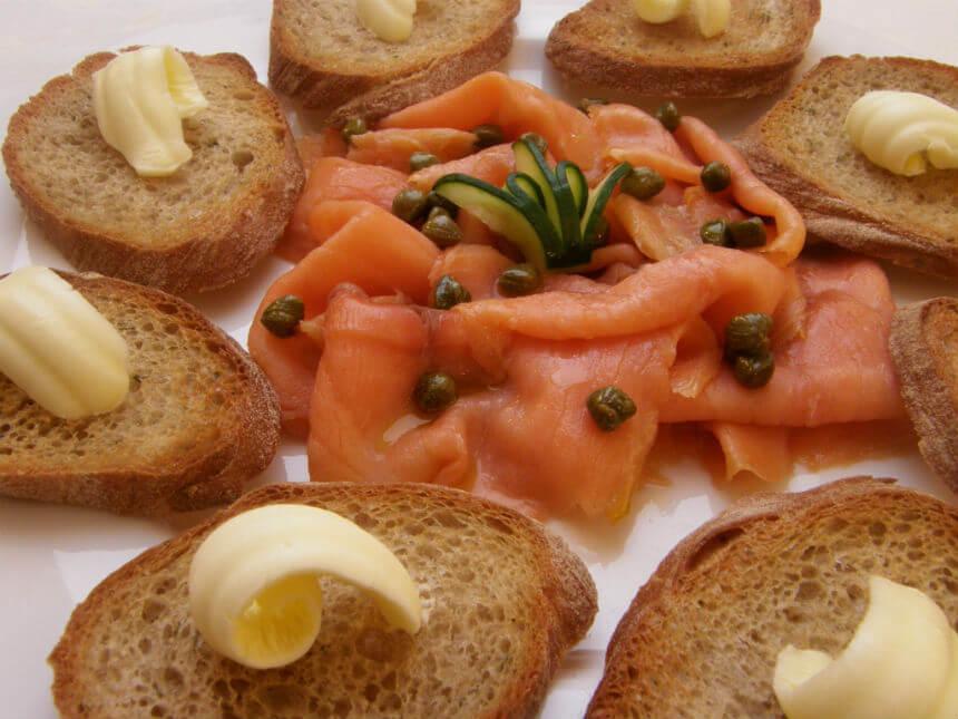 """Crostini"" s dimljenim lososom - Fini Recepti by Crochef"