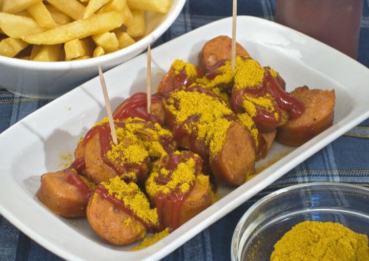 Currywurst (kobasice s kečapom i curryem)
