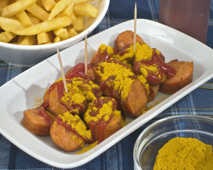 Currywurst (kobasice s kečapom i curryem) - Fini Recepti