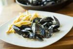 Moules frites - dagnje s pomfritom na belgijski način - Fini Recepti by Crochef