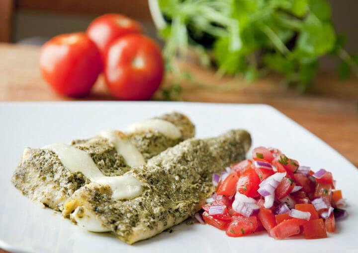 Enchilada s pečenom piletinom i jajima