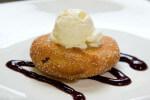 Jabuke u šlafroku s kukuruznim brašnom i sladoledom od vanilije - Fini Recepti by Crochef