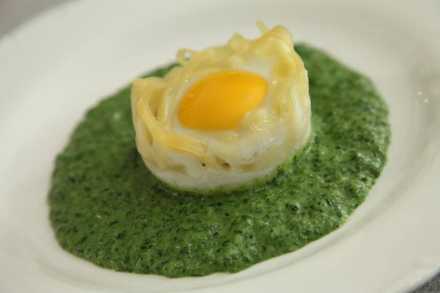 Jaja u gnijezdu na podlozi od špinata - Fini Recepti by Crochef
