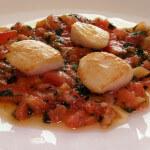 Jakobove kapice na mirisnim rajčicama - Fini Recepti