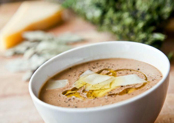 Mediteranska juha od graha sa suhim mesom