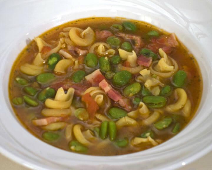 Juha od mladog boba s tjesteninom - Fini Recepti