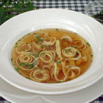 Flädlesuppe - juha s rezancima od palačinki - Fini Recepti