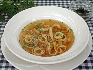 Flädlesuppe – juha s rezancima od palačinki