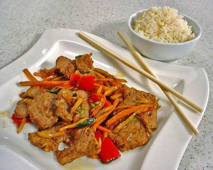 Juneći rezanci u woku s povrćem
