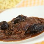 Junetina s vrganjima u crnom vinu