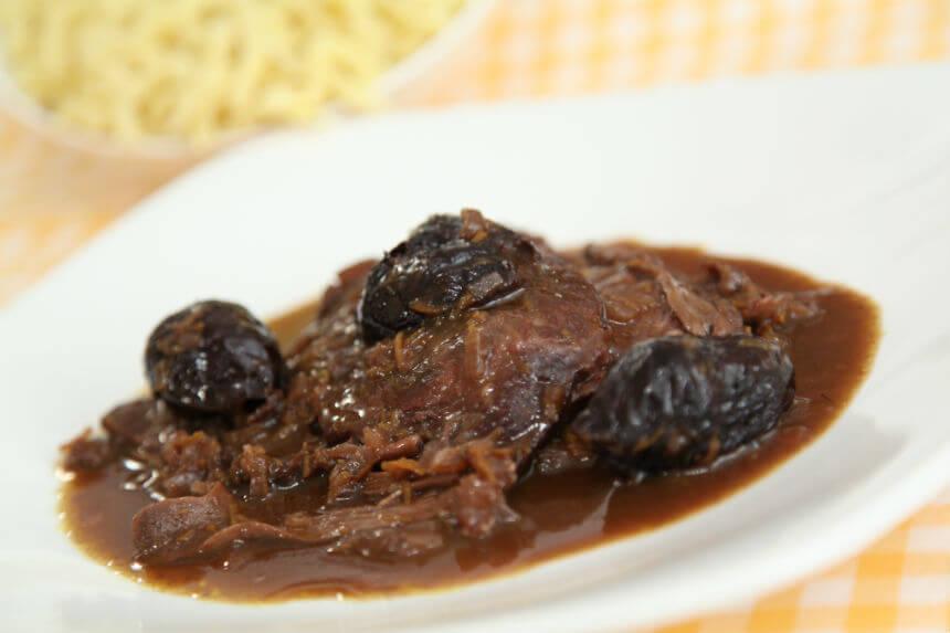 Junetina s vrganjima u crnom vinu - Fini Recepti by Crochef