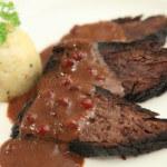Kiselo pečenje od divljači s umakom od brusnica - Fini Recepti by Crochef