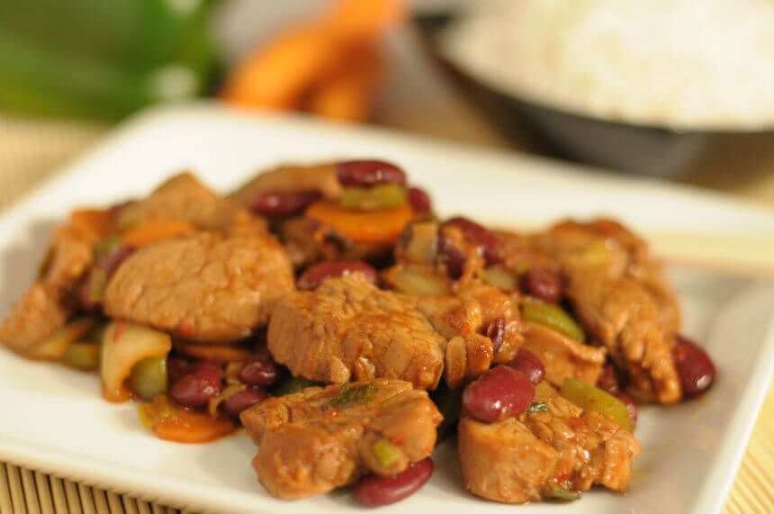 Kiselo slatka svinjetina s crvenim grahom - Fini Recepti
