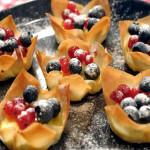 Hrskave košarice sa svježim krem sirom i bobičastim voćem