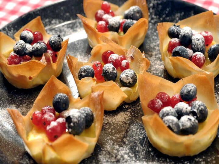 Hrskave košarice sa svježim krem sirom i bobičastim voćem - Fini Recepti by Crochef