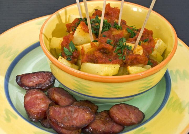 Pečeni krumpirići s ljutim umakom – Patatas bravas