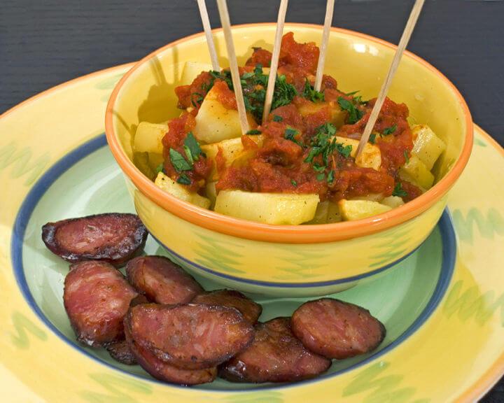 Pečeni krumpirići s ljutim umakom - Patatas bravas - Fini Recepti
