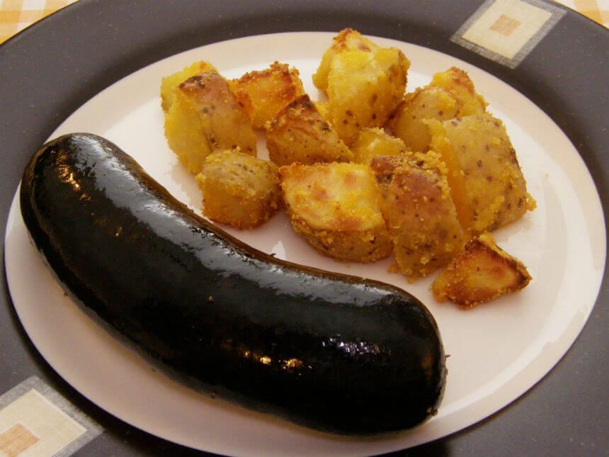 Krvavice s hrskavim krumpirom iz pećnice - Fini Recepti