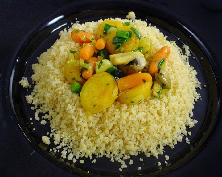 Kus-kus sa mladim povrćem i marelicama