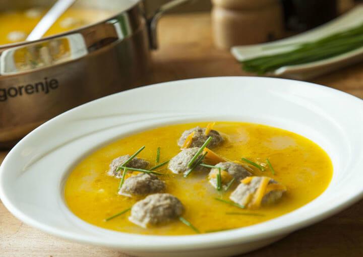 Frikadelu zupa – latvijska juha s mesnim okruglicama
