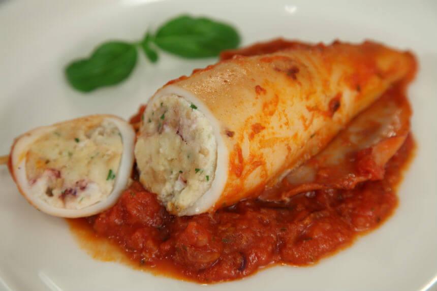 Lignje punjene kruhom u umaku od rajčice - Fini Recepti by Crochef