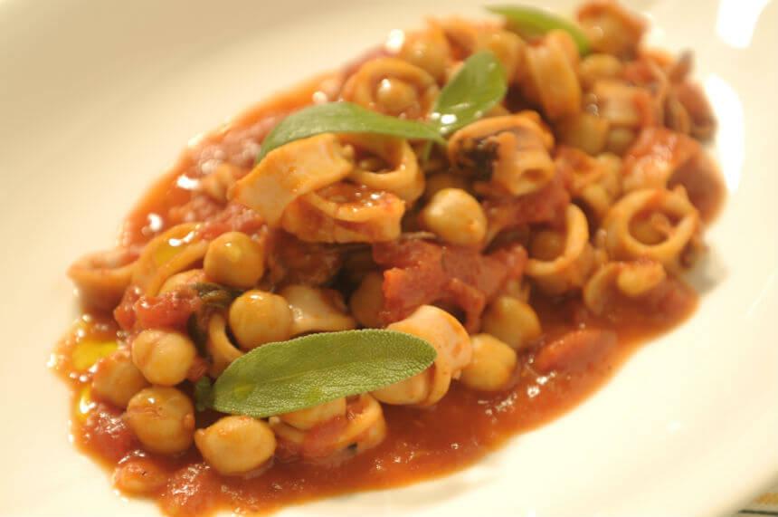 Lignje sa slanutkom u umaku od rajčice - Fini Recepti by Crochef