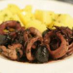 Lignje u crnom vinu s kuhanim krumpirom