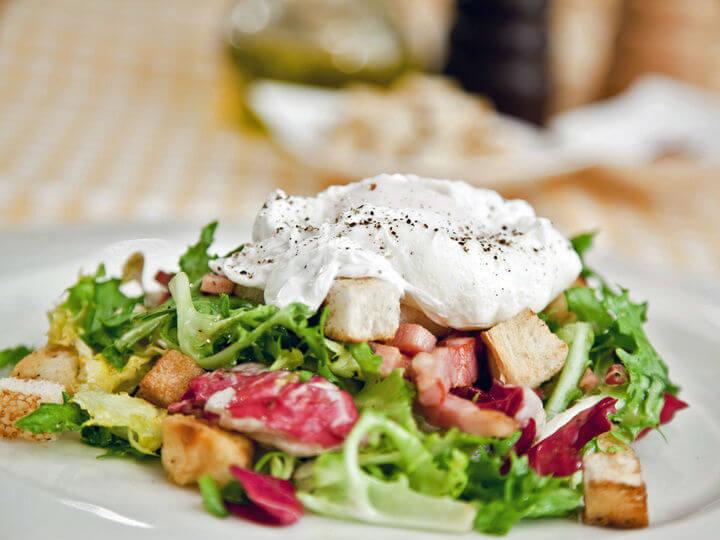 Lionska salata s poširanim jajima - Fini Recepti by Crochef