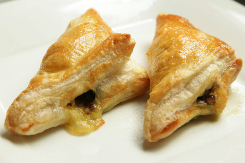 Trokutići od lisnatog tijesta punjeni špinatom i mozzarellom - Fini Recepti by Crochef