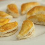 Školjkice od lisnatog tijesta s nadjevom od sira i kupusa