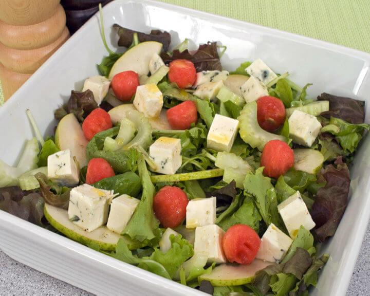 Ljetna salata s gorgonzolom - Fini Recepti