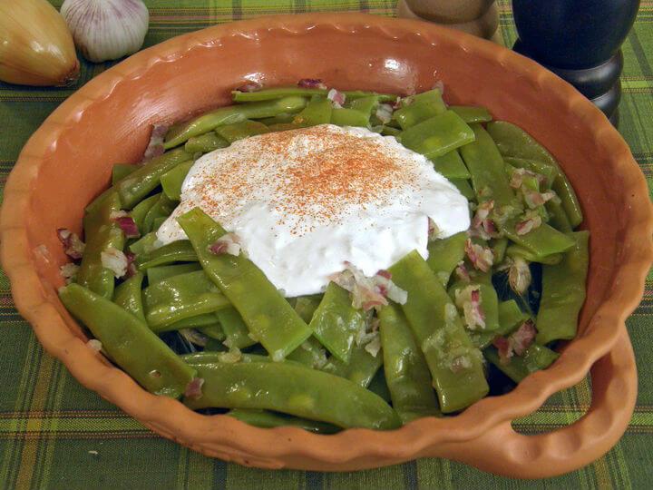 Mahune s pikantnim vrhnjem - Fini Recepti