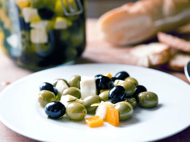 Marinirane masline s mozzarellom - Fini Recepti by Crochef