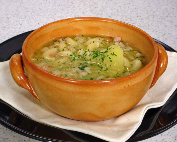 Mesna juha s tjesteninom i krumpirom