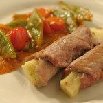 Mesne roladice s gorgonzolom na povrtnom gulašu