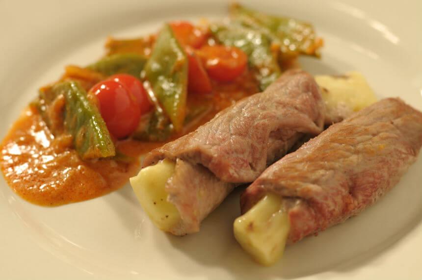 Mesne roladice s gorgonzolom na povrtnom gulašu - Fini Recepti by Crochef