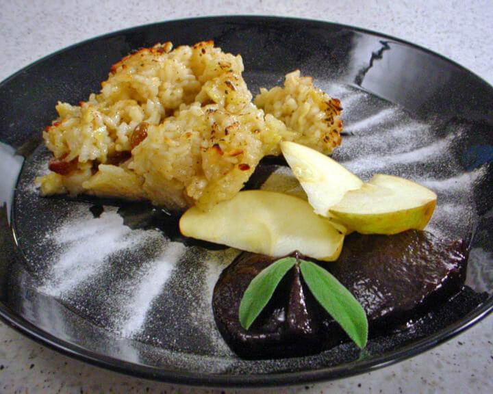 Nabujak od riže s jabukama i grožđicama