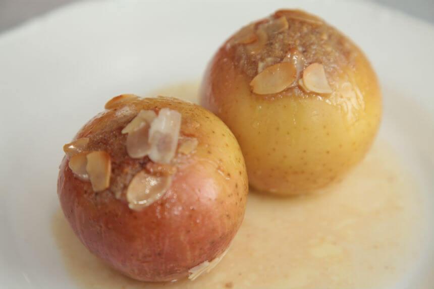 Nadjevene zapečene jabuke u umaku s rumom - Fini Recepti by Crochef
