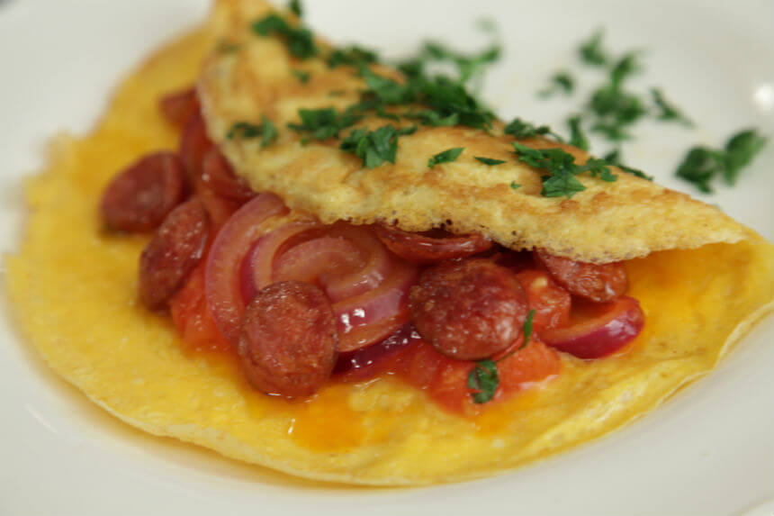 Omlet s kobasicama i rajčicom - Fini Recepti by Crochef