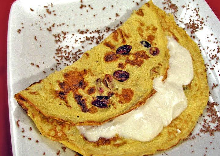 Slatki omlet s brusnicama i sirom mascarpone