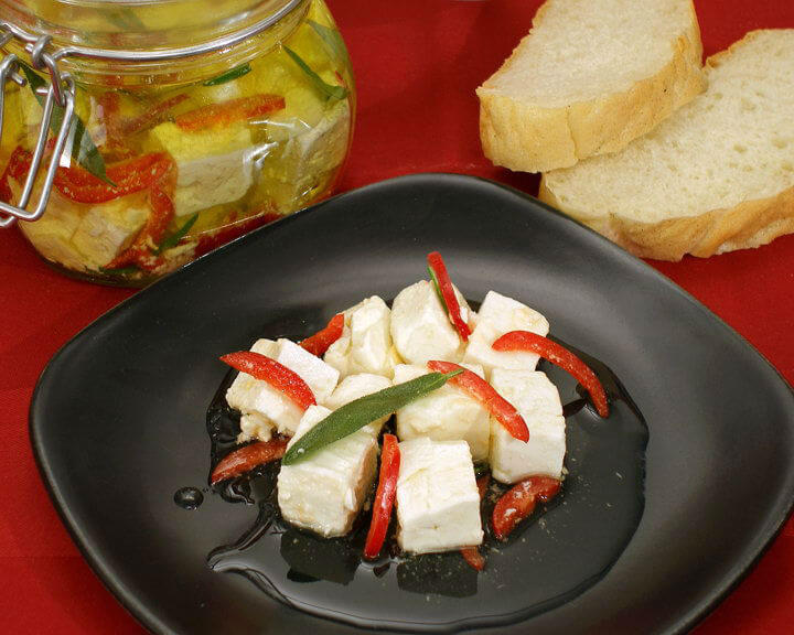 Ovčji sir u maslinovom ulju - Fini recepti