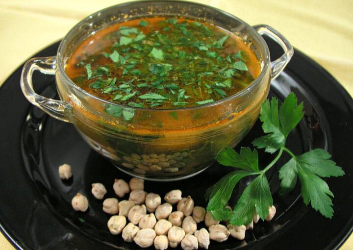 Paragvajska juha od slanutka s blitvom