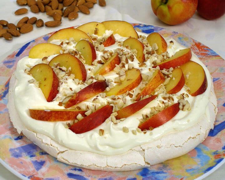 Pavlova s nektarinama - Fini Recepti