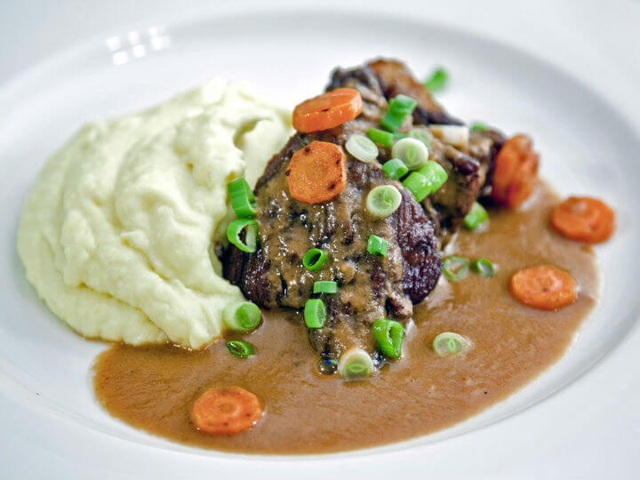 Pečeno-kuhana juneća rebra iz pećnice s pikantnim umakom - Fini Recepti by Crochef
